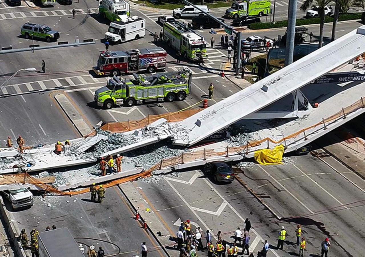 Circulan videos del colapso de puente peatonal