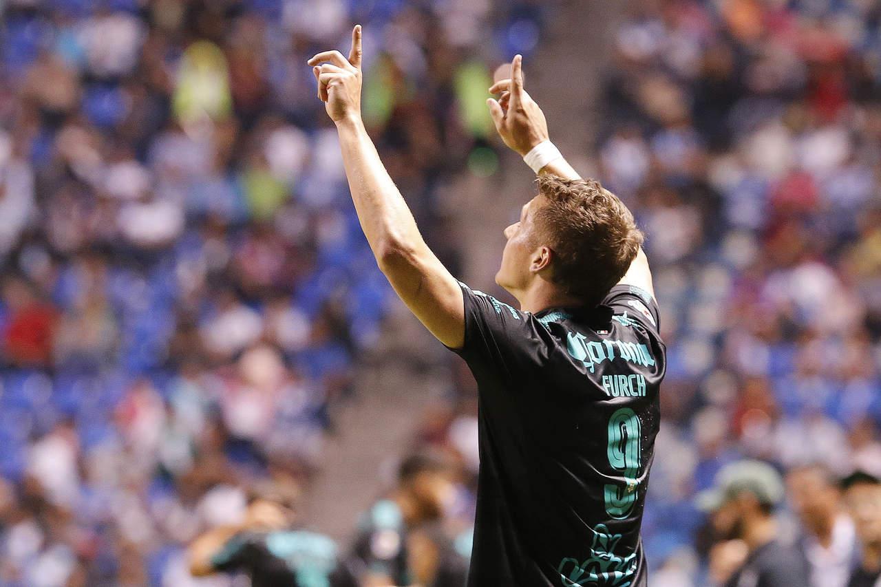 Santos vence a Puebla a domicilio y sigue líder