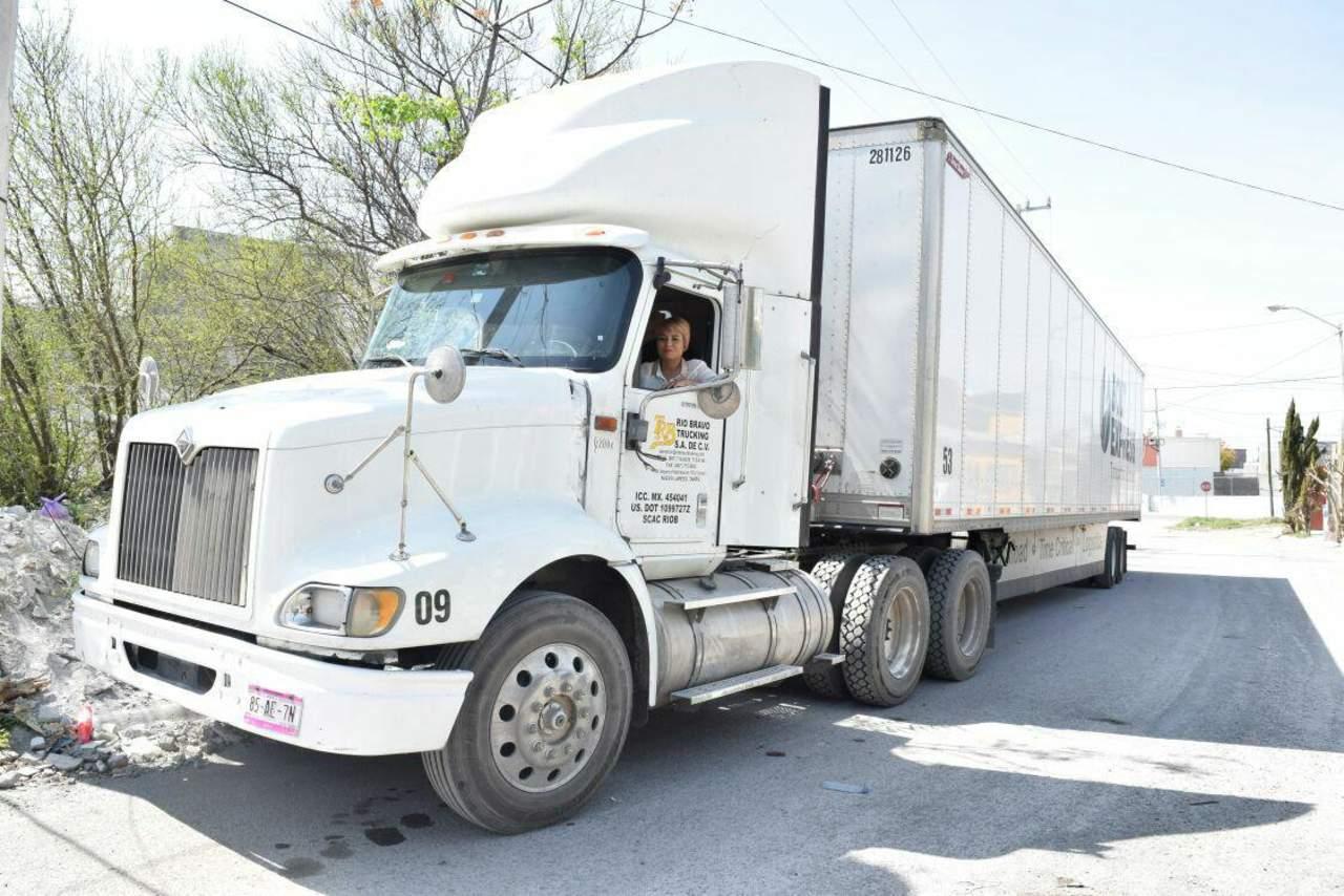 Ser camionera, un oficio al volante para