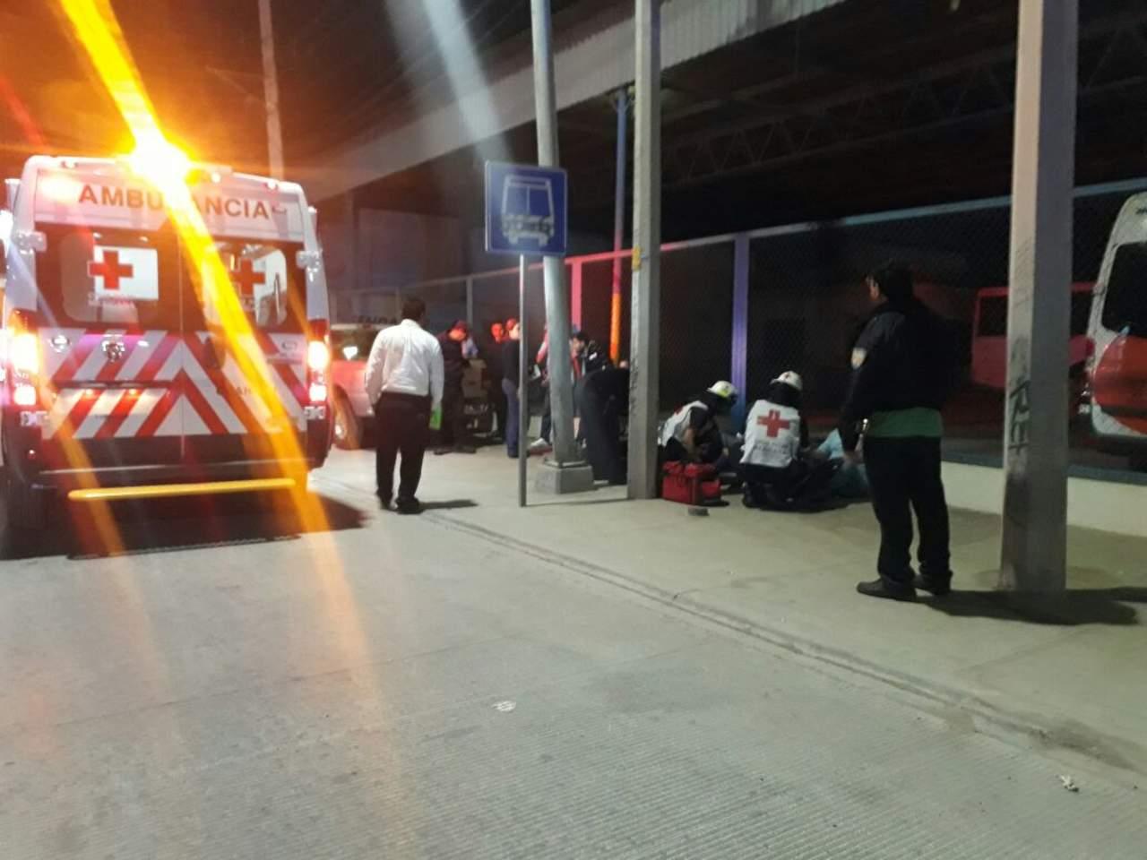 Autobús se impacta contra finca; hay 16 lesionados