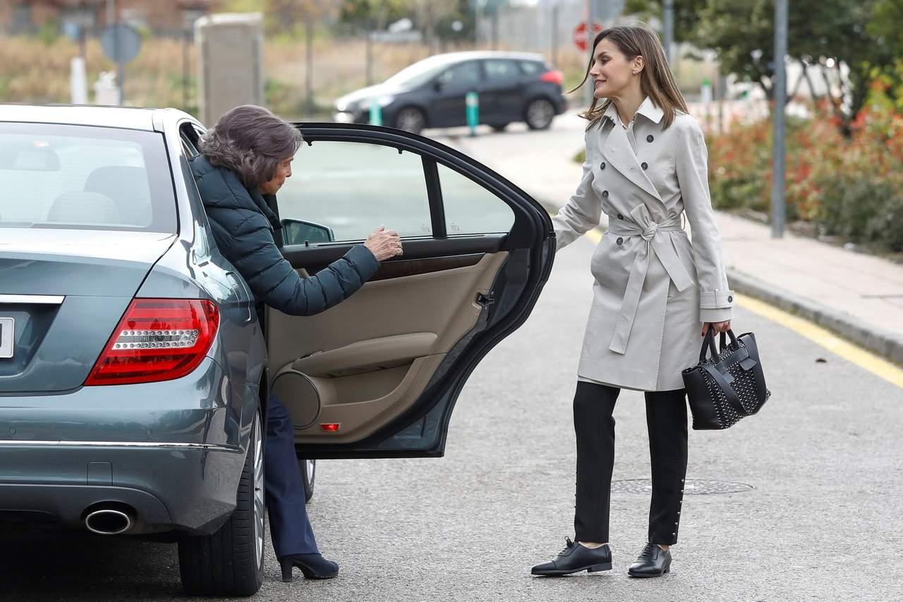 Reaparecen reinas de España charlando juntas