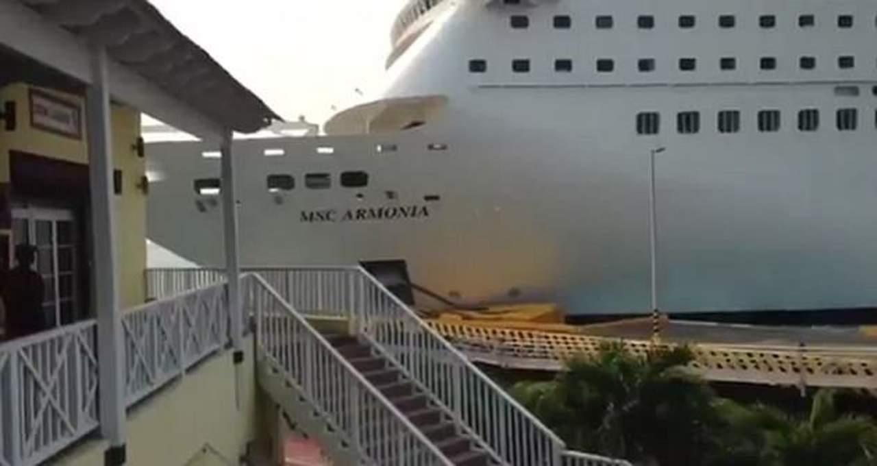 VIDEO: Crucero se estrella en un muelle