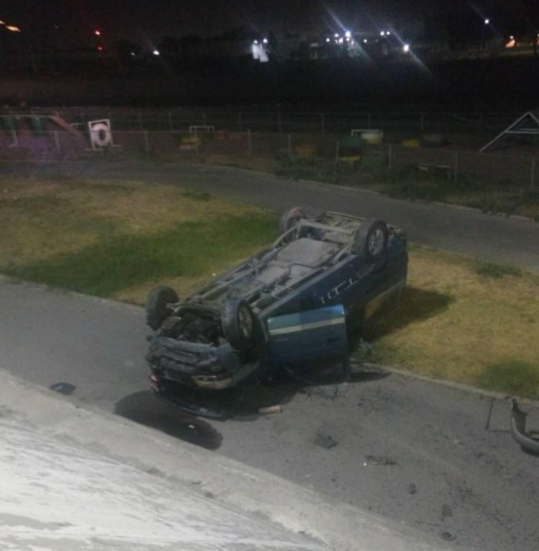 Conductor termina volcado en el Metroparque del río Nazas