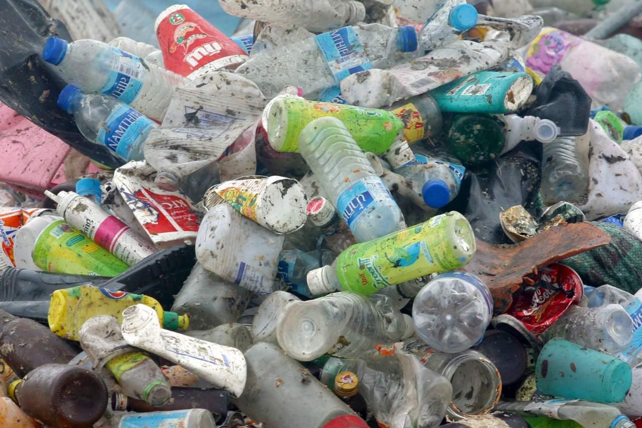 Botellas PET, de transportar agua a la fabricación de pantalones