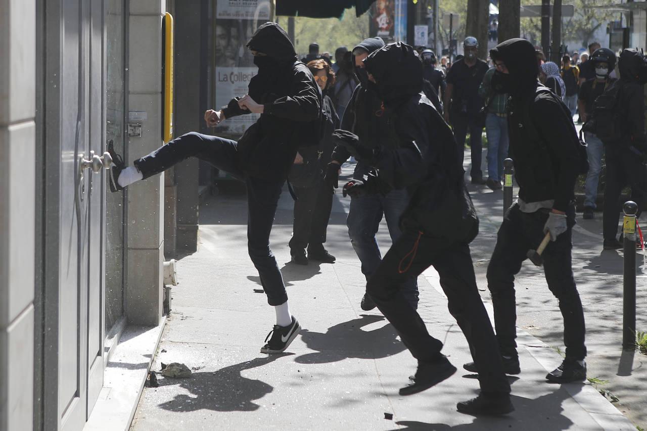 Registran incidentes en protesta en París