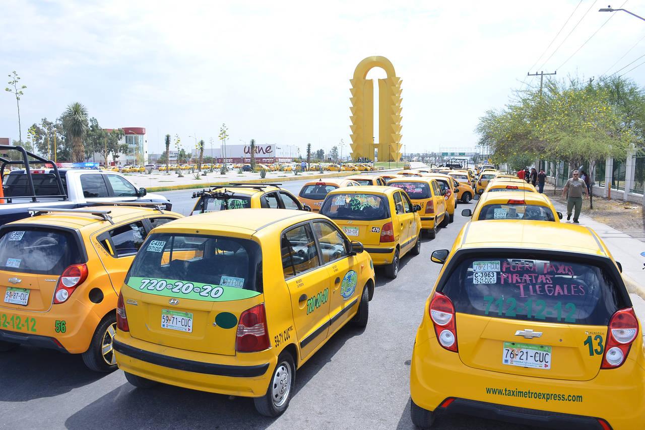 Paran taxis; exigen ir contra los Uber