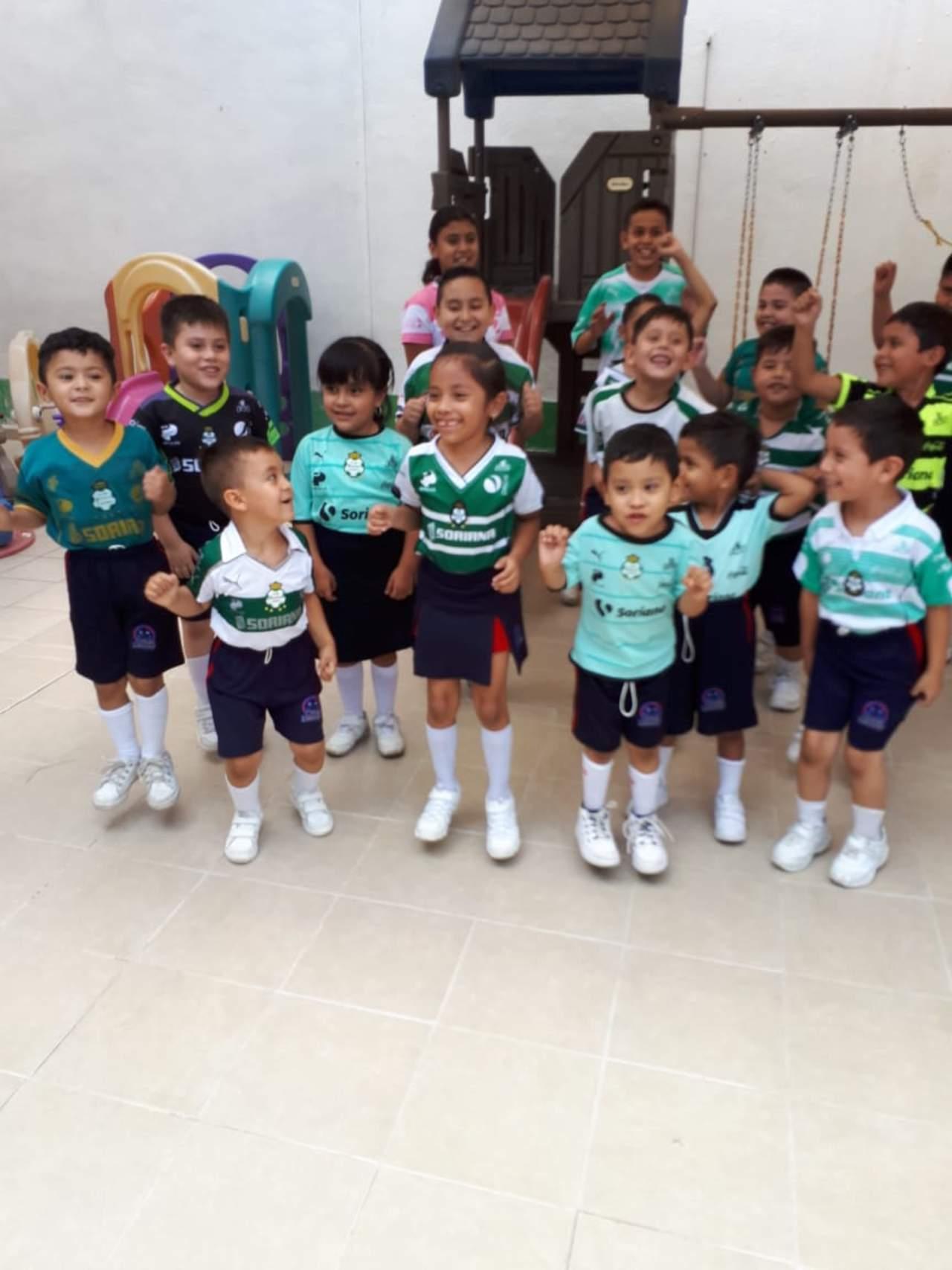 Se desborda euforia por el Santos en escuelas
