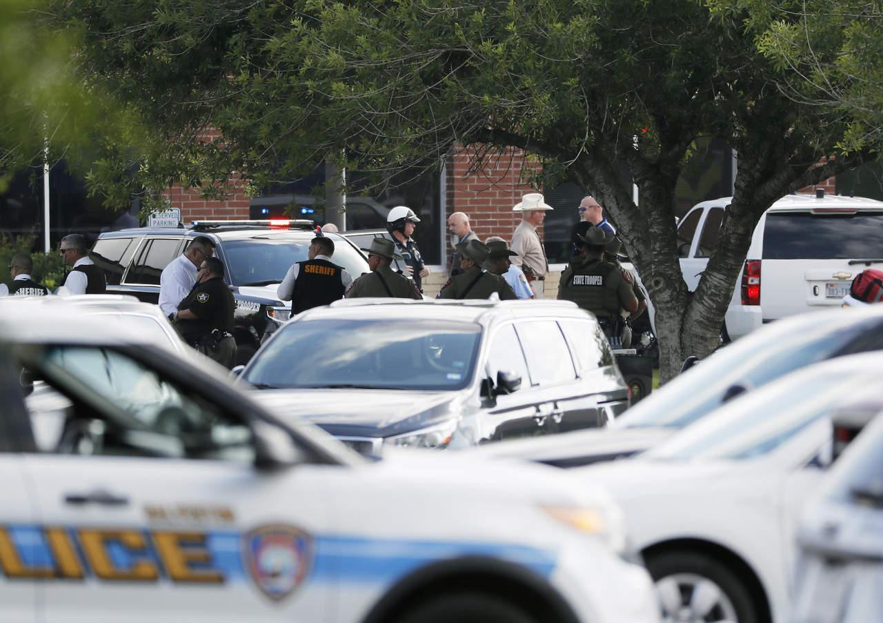 Ocho muertos y varios heridos por tiroteo en escuela de Texas