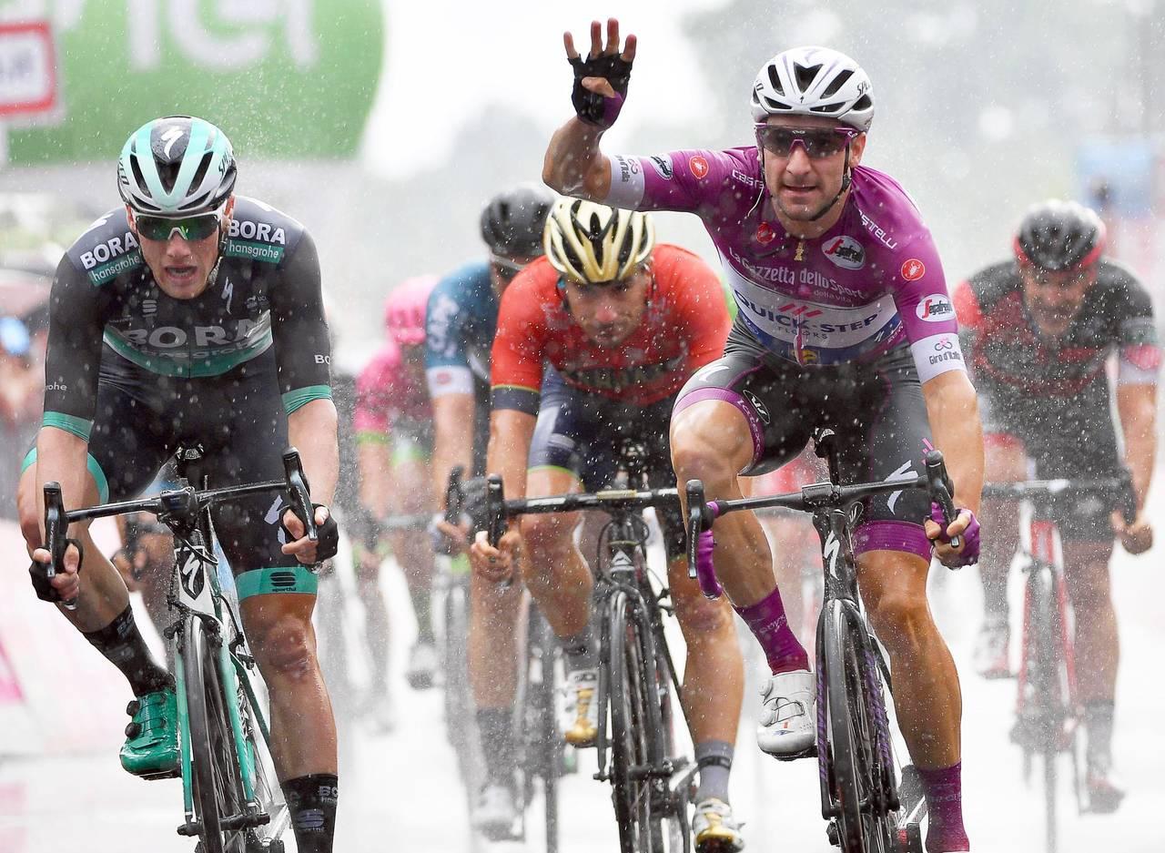 Elia Viviani logra su cuarta victoria