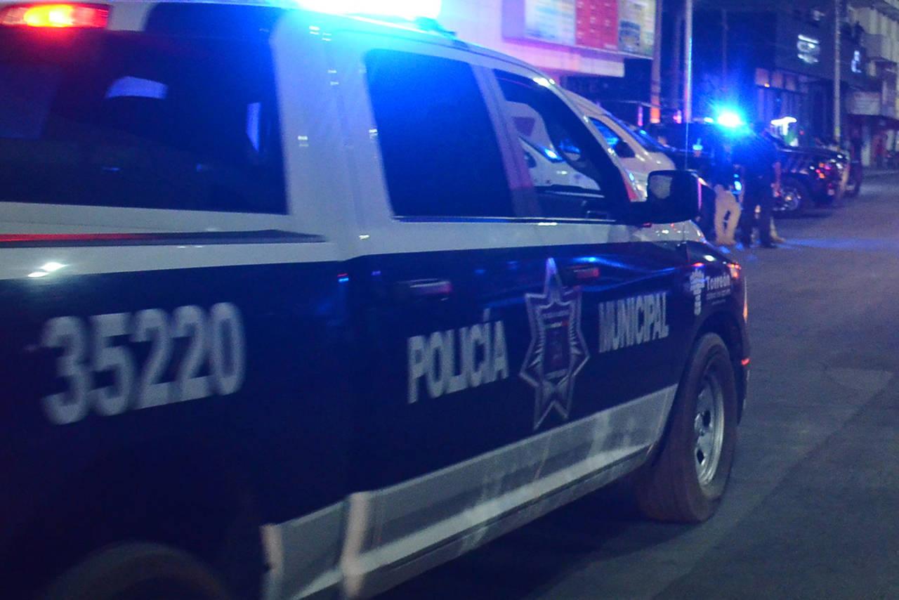 Atacan a balazos a policías de Torreón