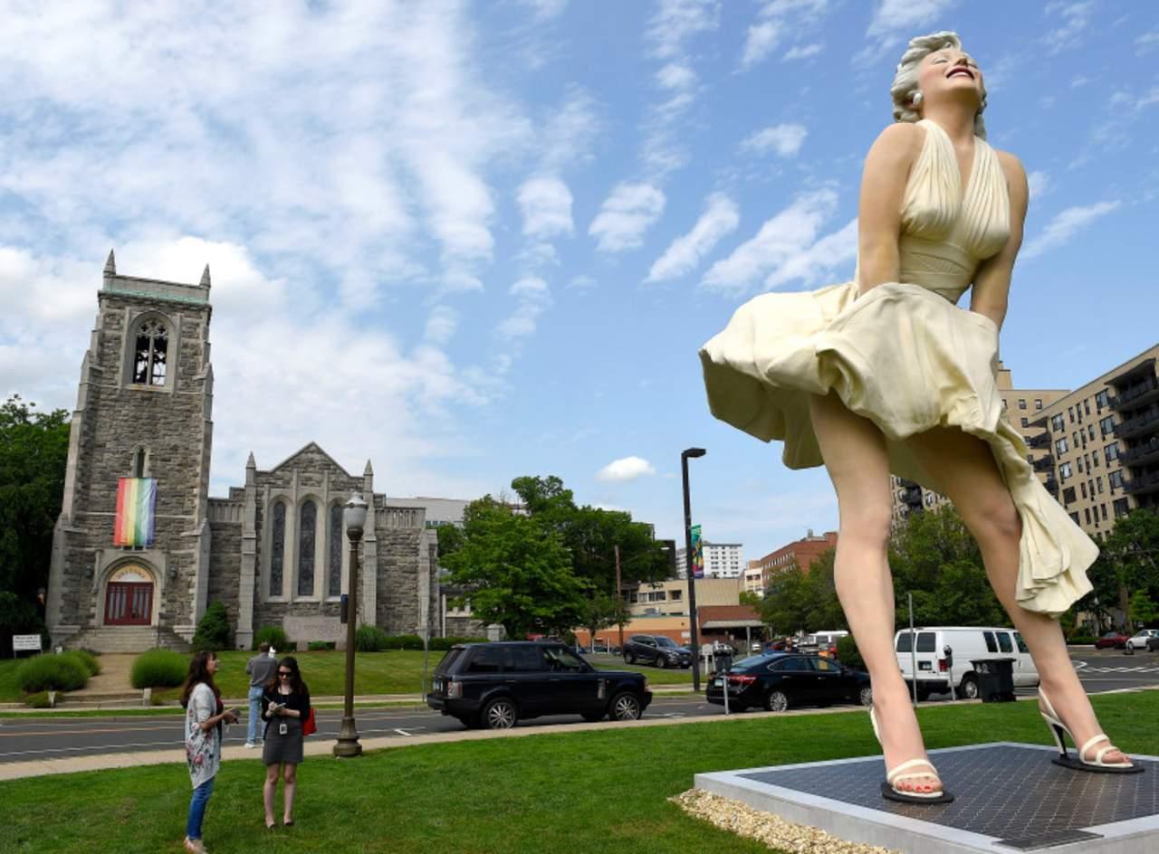 Polémica por estatua de Marilyn Monroe frente a una iglesia