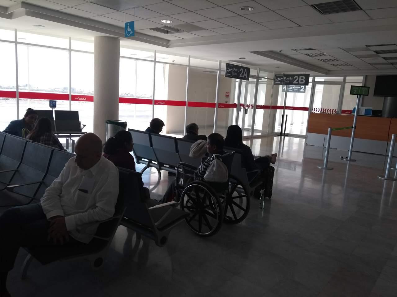Llevan 7 horas esperando un vuelo en aeropuerto de Torreón