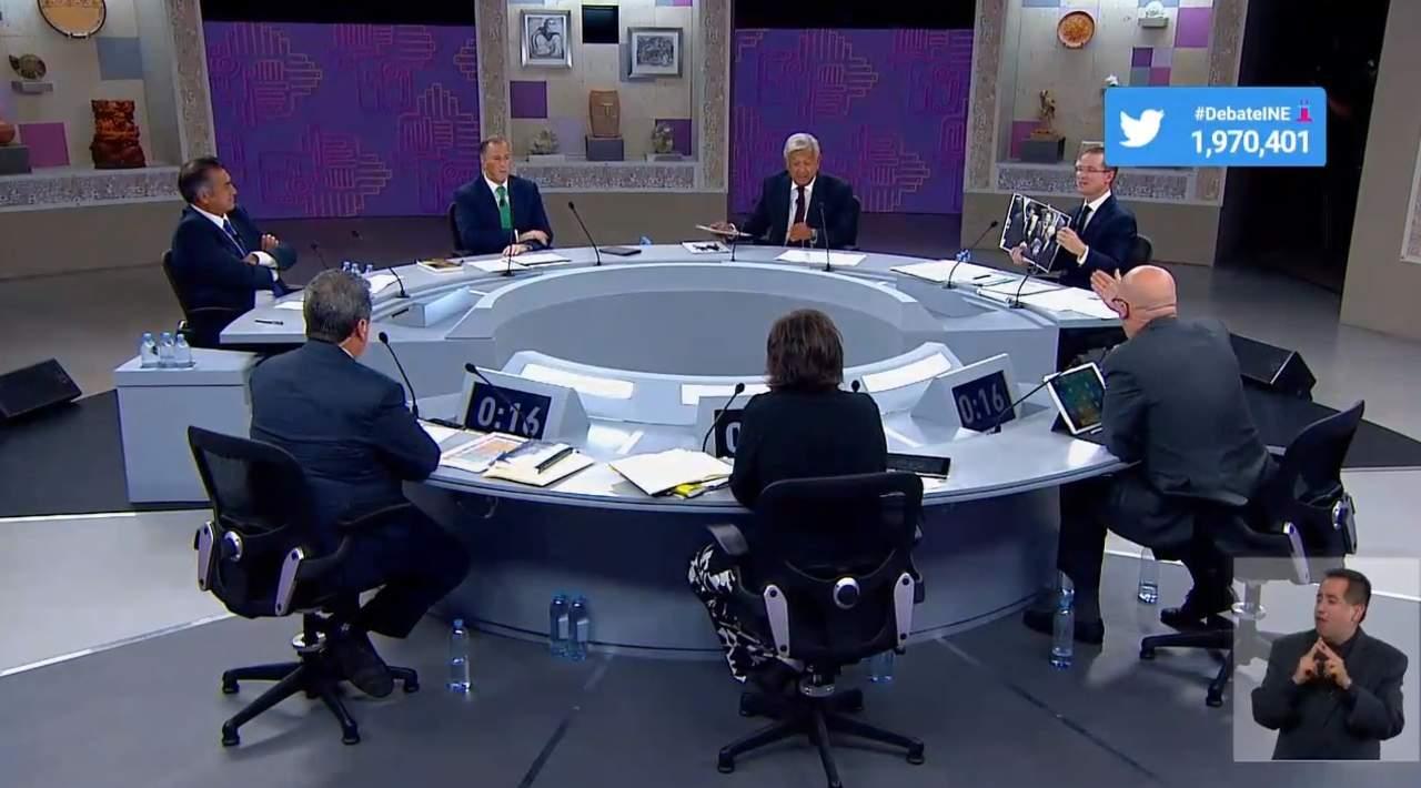 Candidatos se reparten golpes en tercer debate