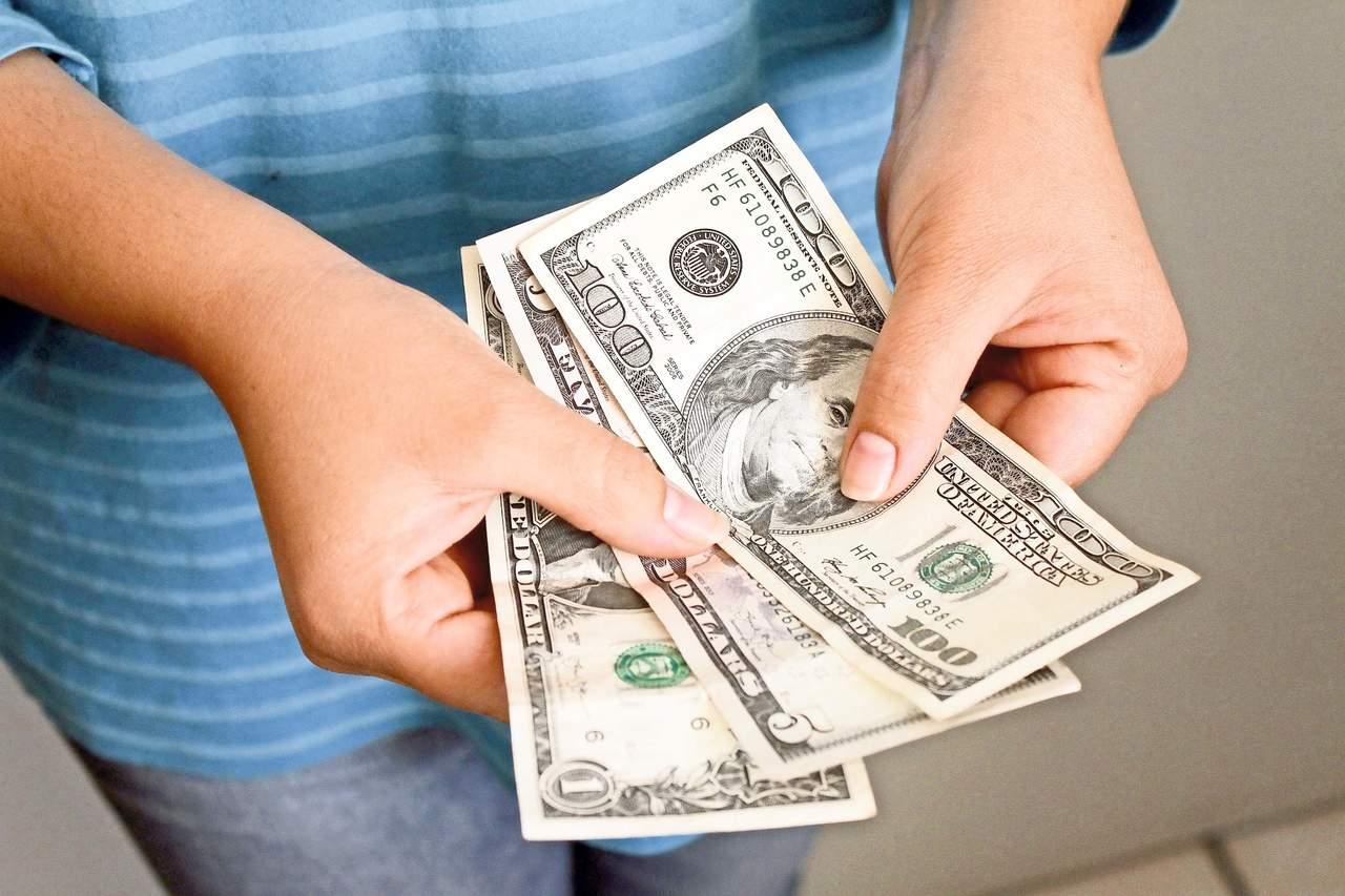 Dólar abre a la baja; se vende en 21.06 pesos
