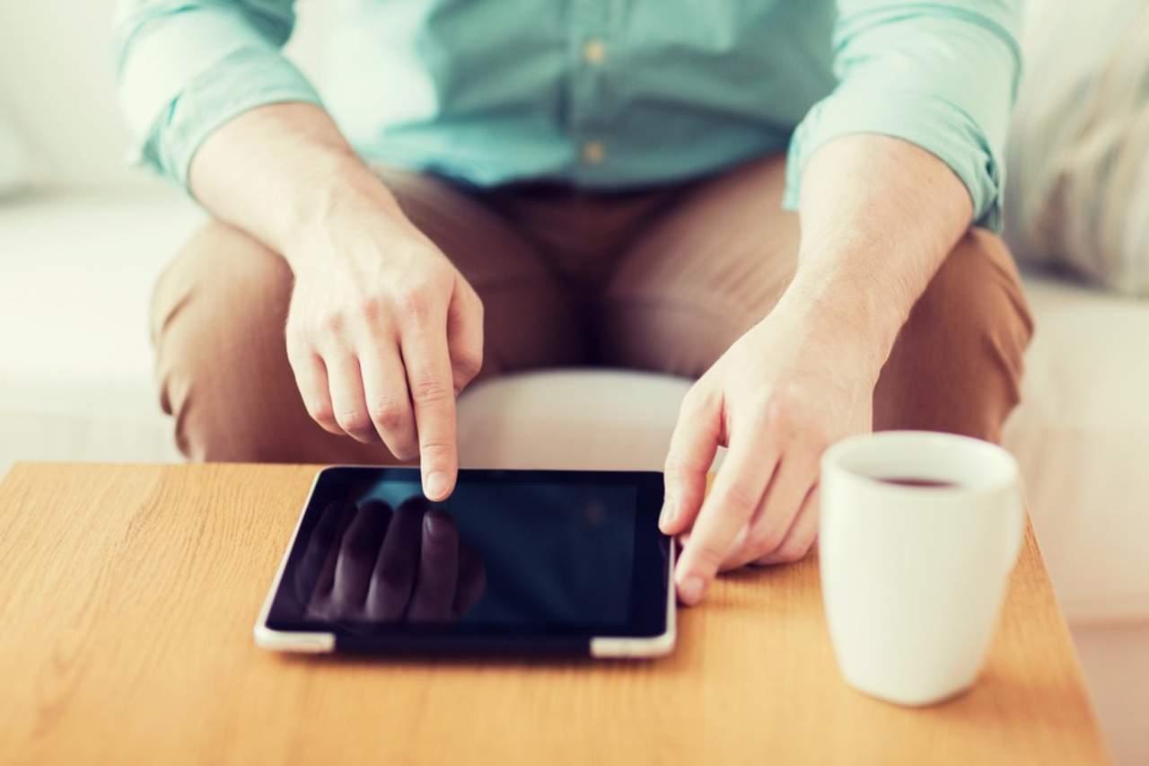 Mala postura puede provocar lesiones al usar gadgets