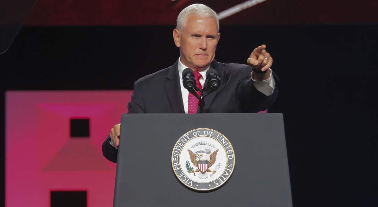 Rechaza Pence enmienda que prohíbe a religiosos apoyar a políticos
