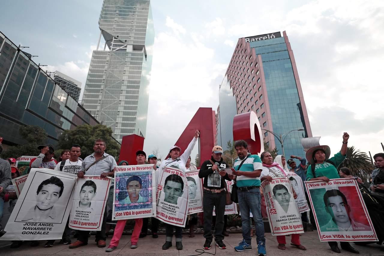 Notifican tres amparos en el caso Ayotzinapa