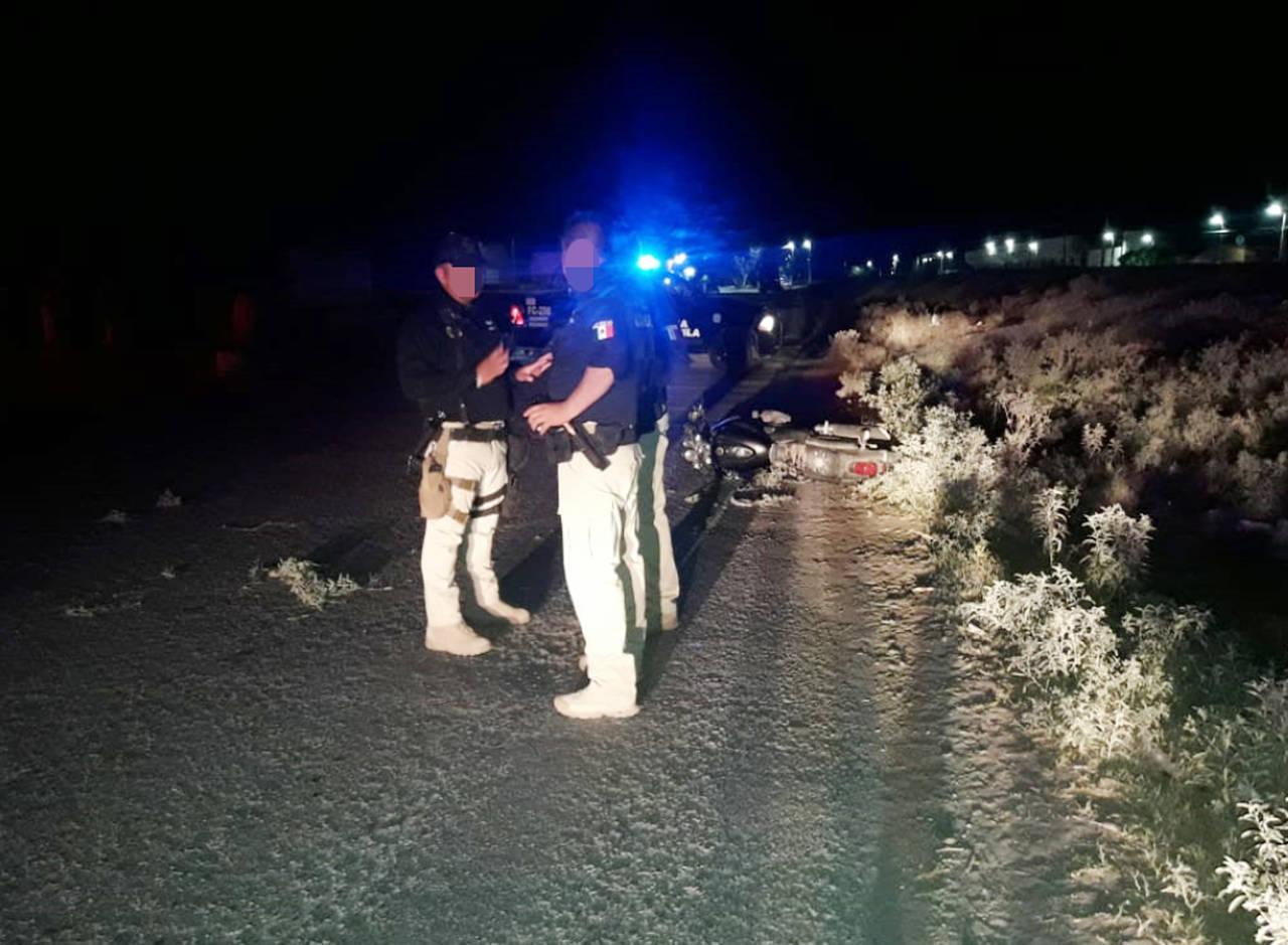 Muere motociclista tras chocar con poste