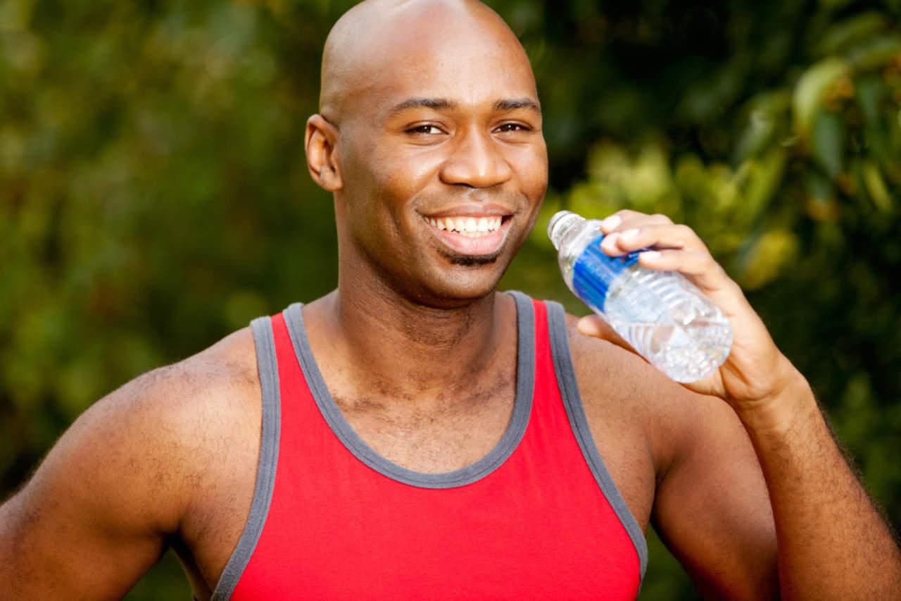 Afirman que el consumo de agua ayuda a mejorar el estado de ánimo