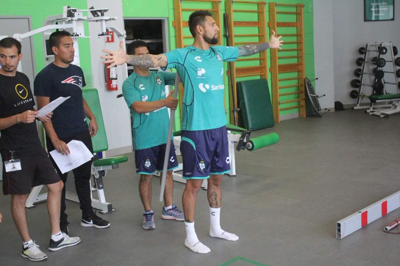 Santos va por central y un medio ofensivo