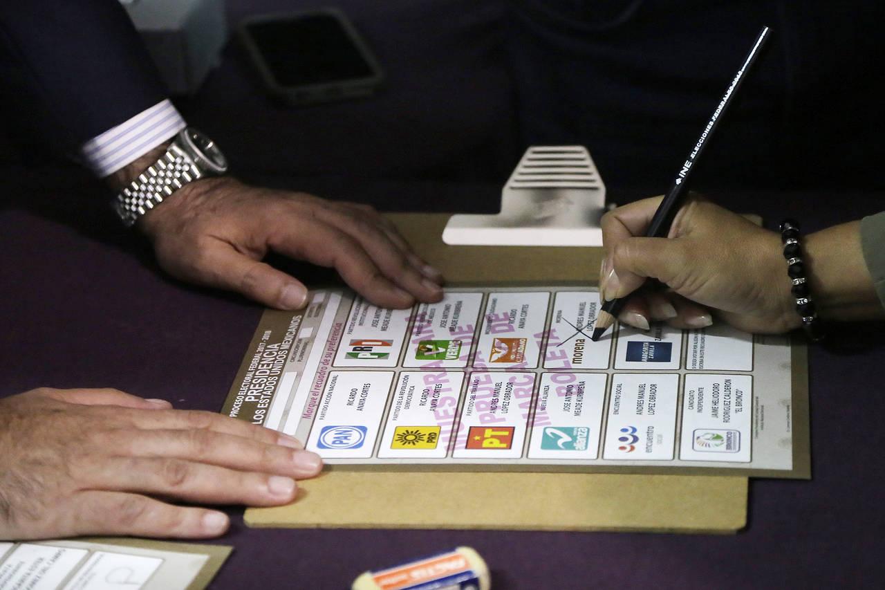 Falso que INE permita usar voto de fallecidos