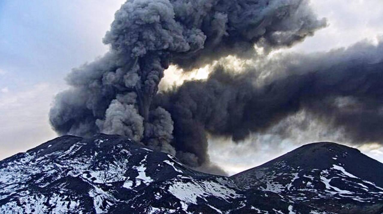 Suman cinco volcanes con alerta en Chile