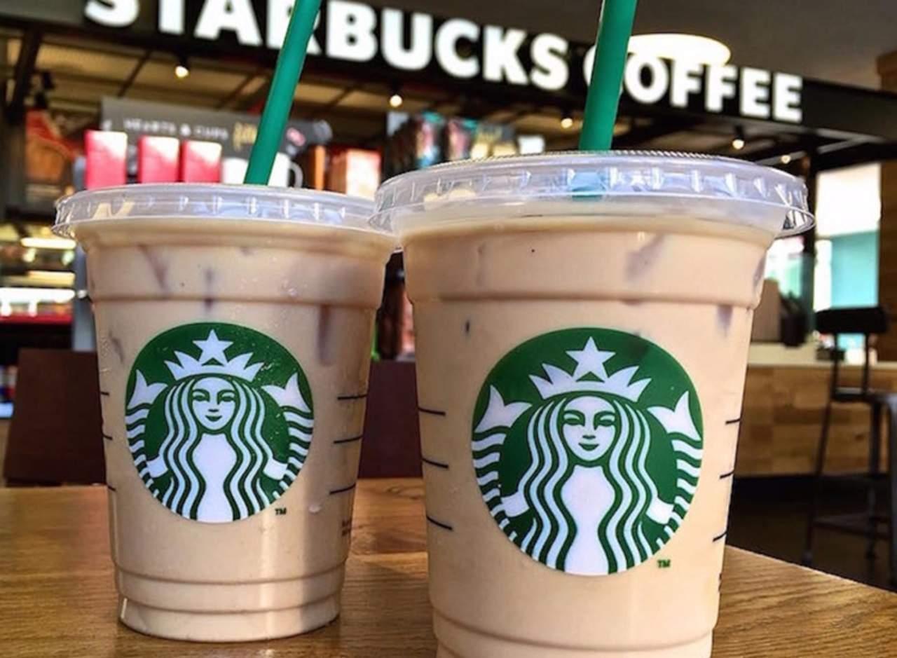 Starbucks eliminará los popotes de plástico de todas sus tiendas