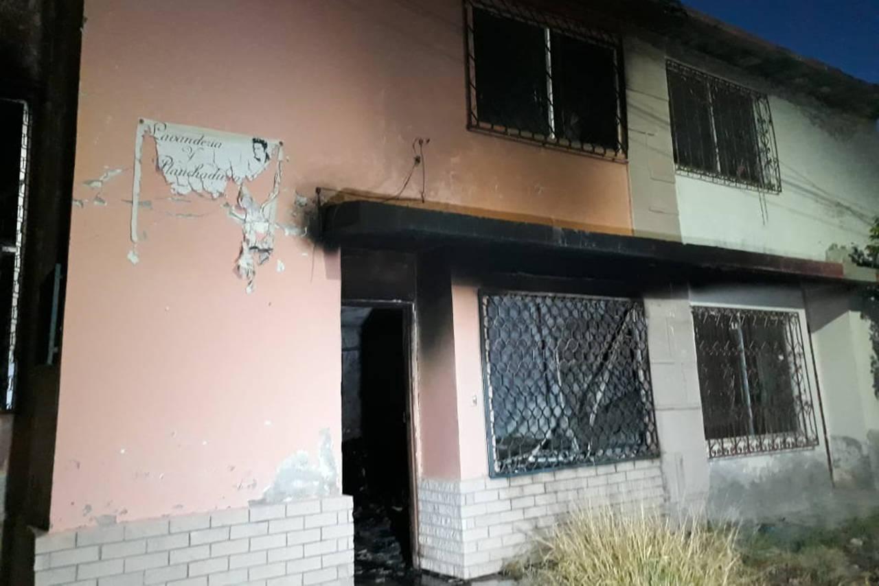 Fallece una mujer en incendio; su hijo está grave