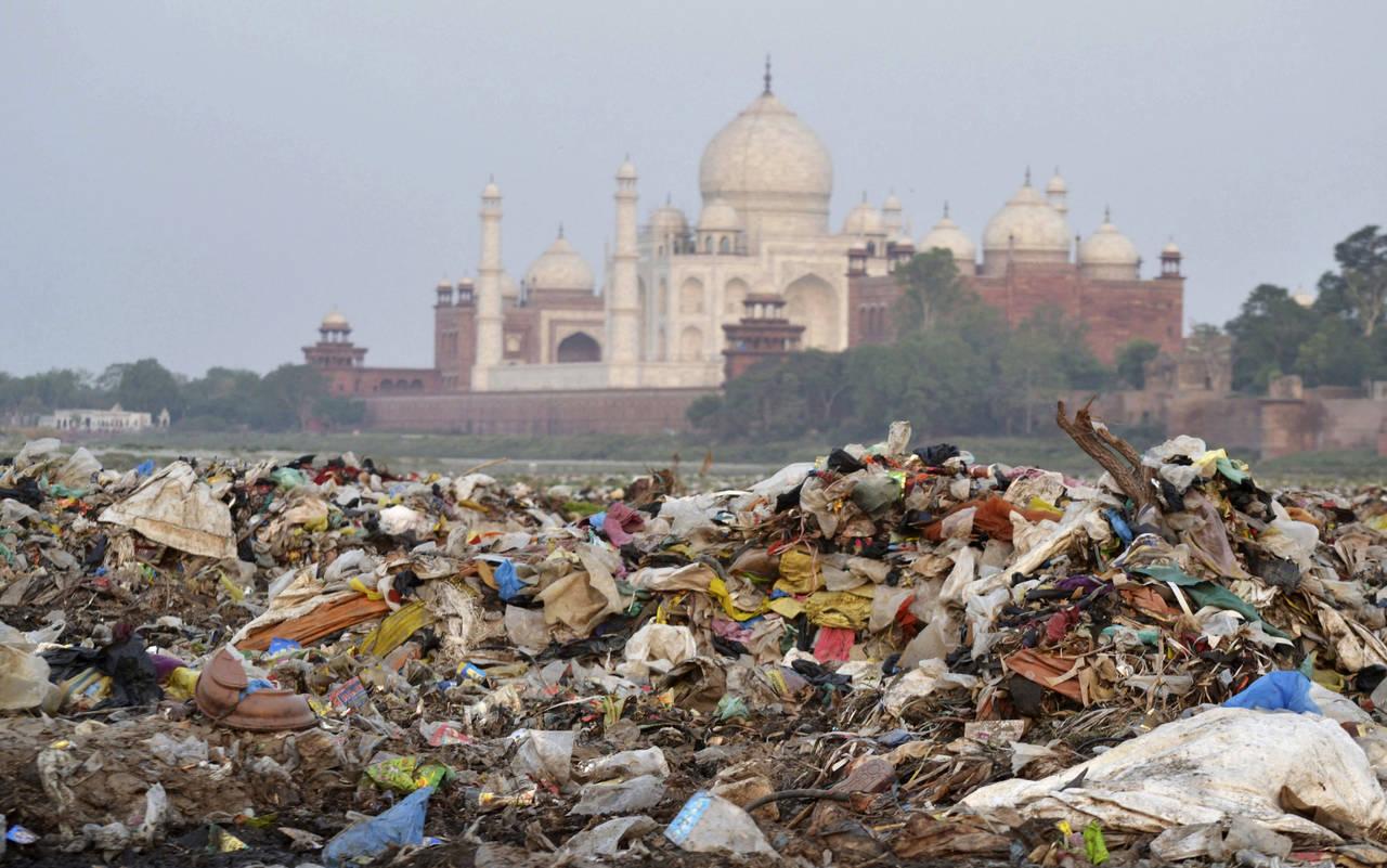 Fustigan al gobierno por descuidar el Taj Mahal