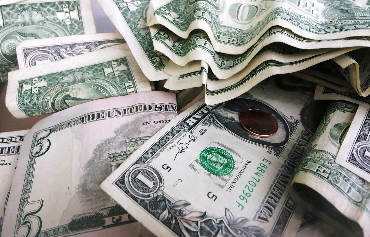 Dólar se ofrece en 19.33 pesos