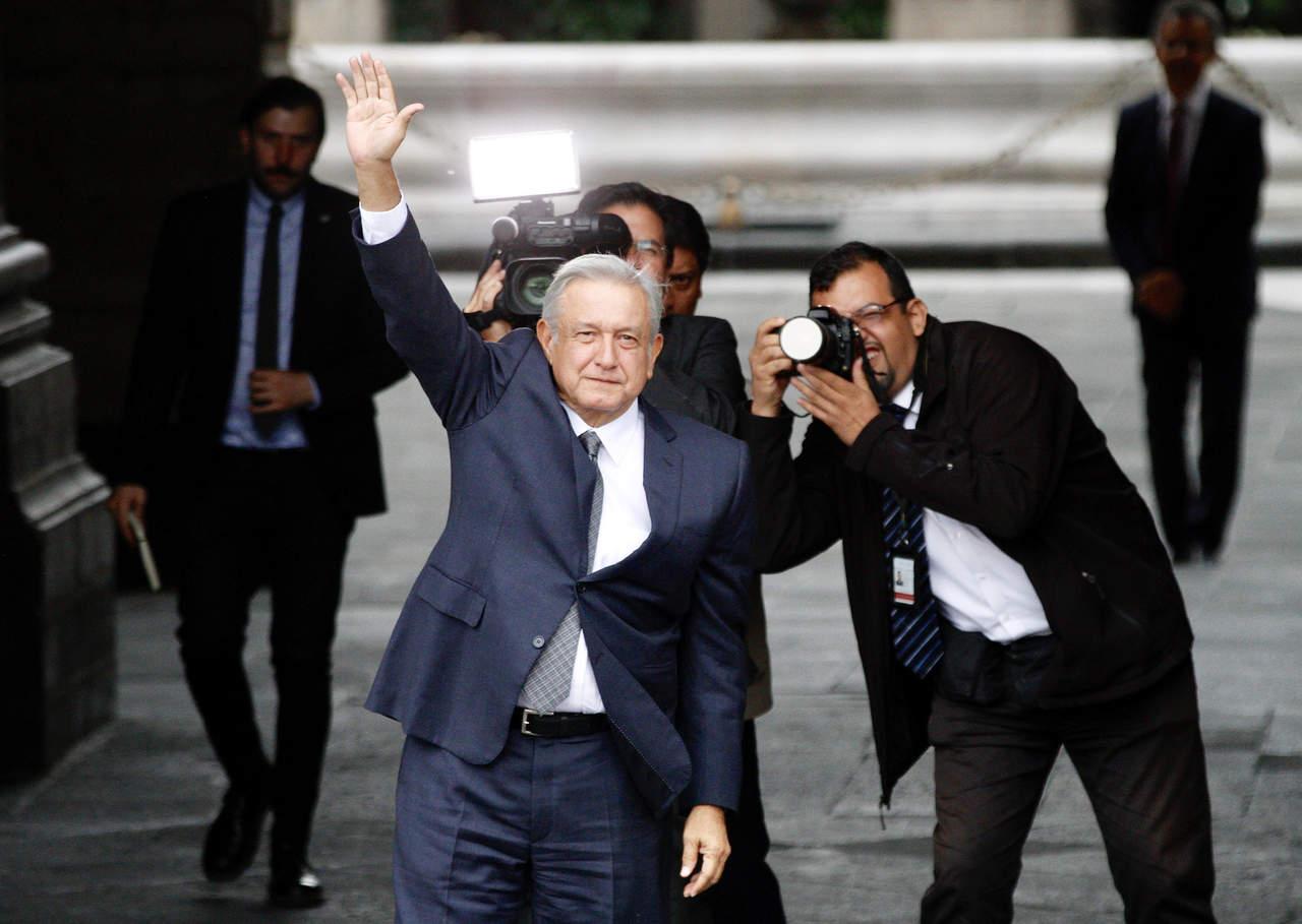 Se reúnen AMLO y Peña Nieto en Palacio Nacional