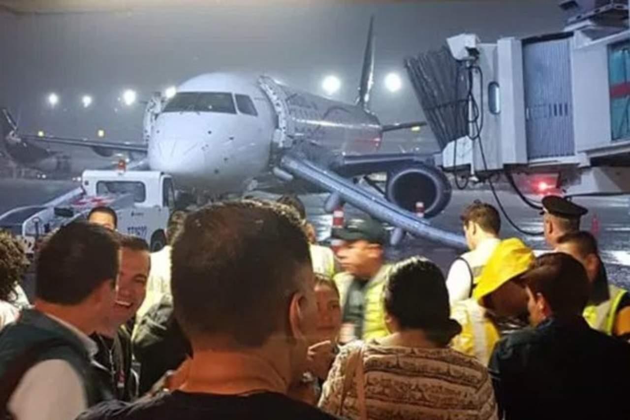Reubican a pasajeros del vuelo de evacuado Aeroméxico