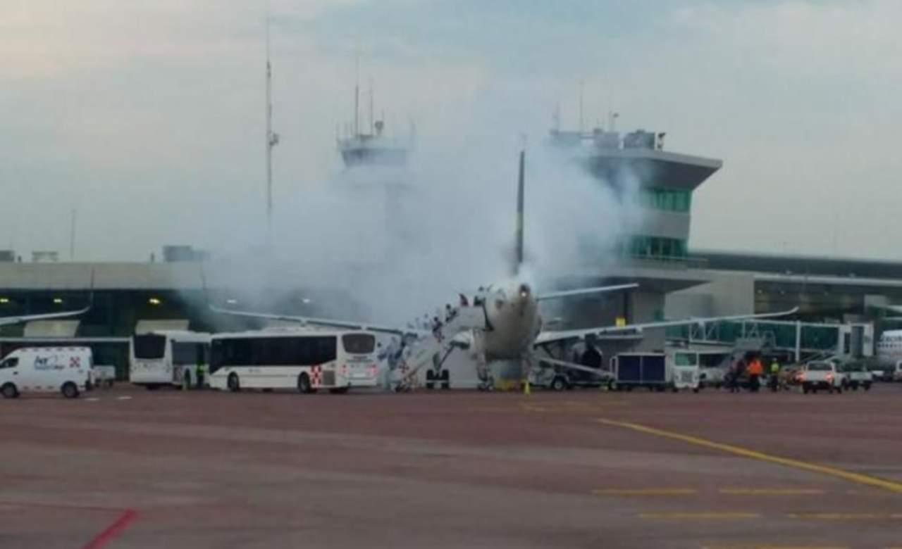 Evacuan a pasajeros de avión de Volaris en Guadalajara
