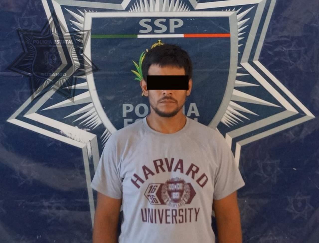 Policía Estatal lo detiene y le asegura vehículo con reporte de robo