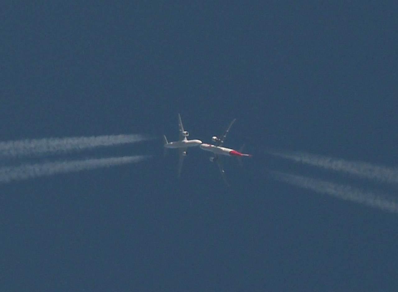 Sorprende fotografía de aviones en el aire