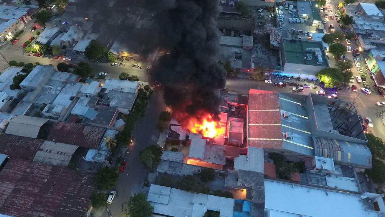 Incendio consume taller de camiones en Gómez Palacio