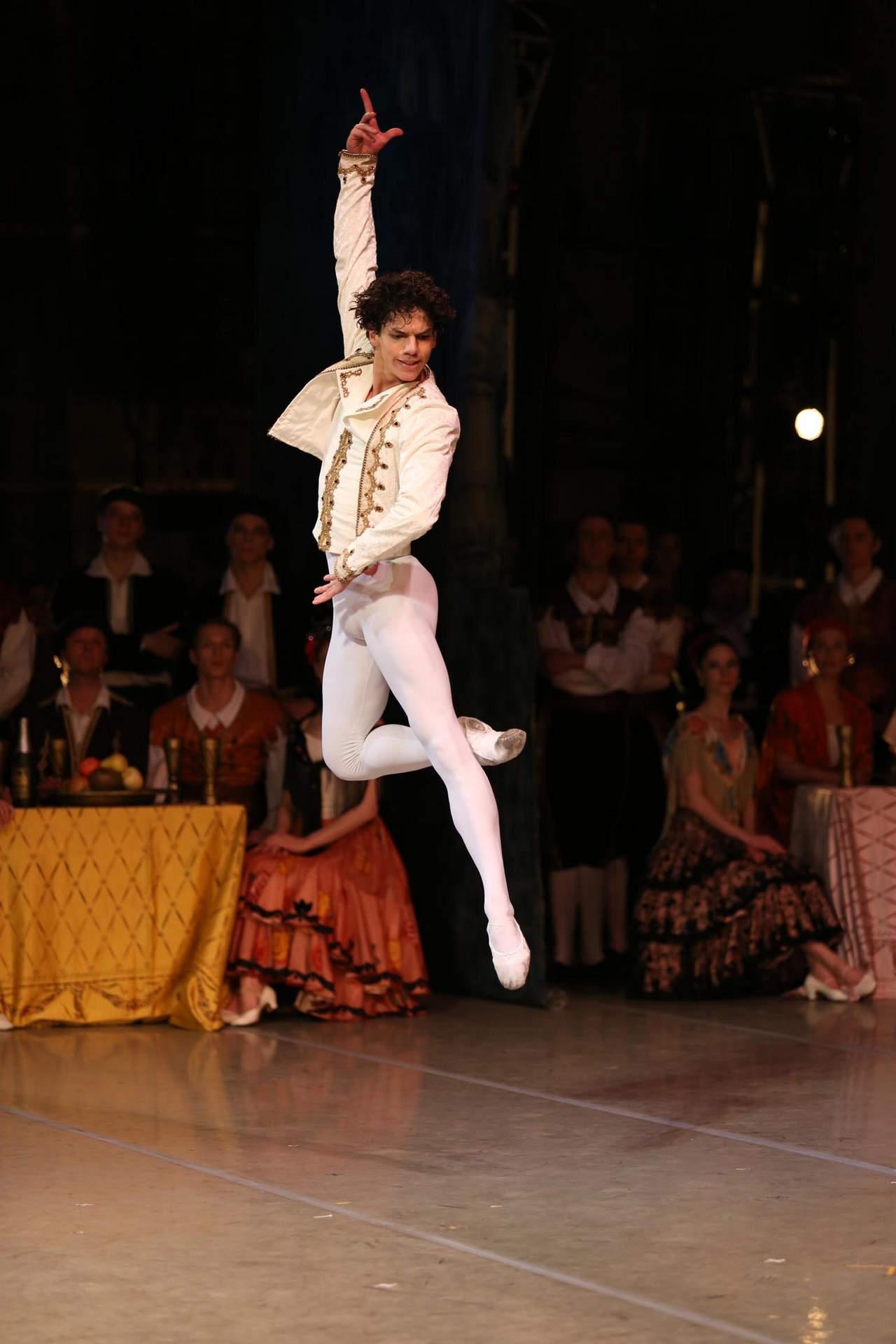 Isaac Hernández niega participación en Ballet de Amalia Hernández