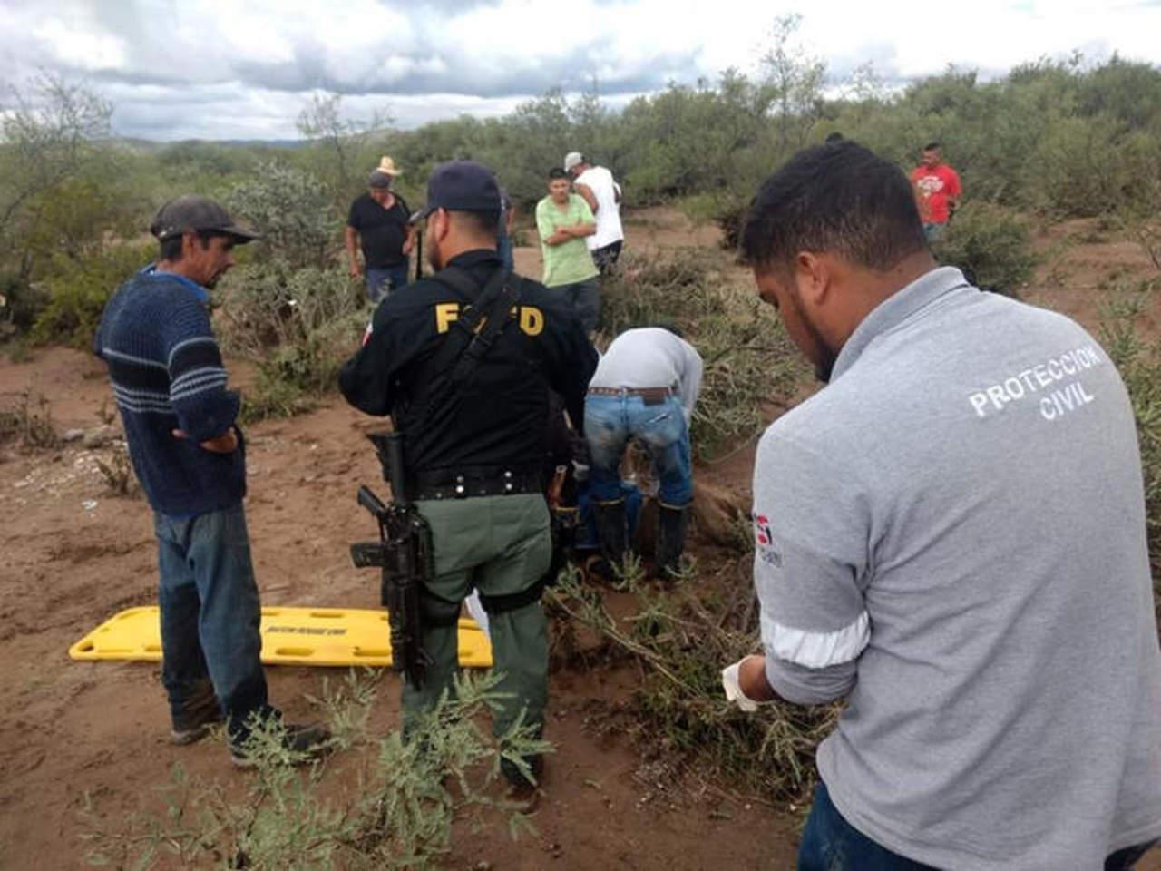 Suman tres muertos por colapso de puente en Cuencamé