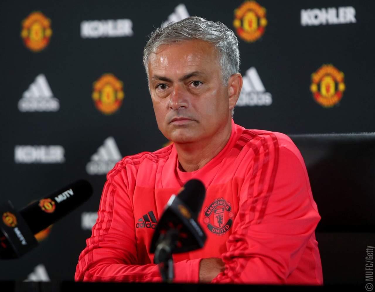 Mourinho arremete contra la prensa y defiende a Rashford