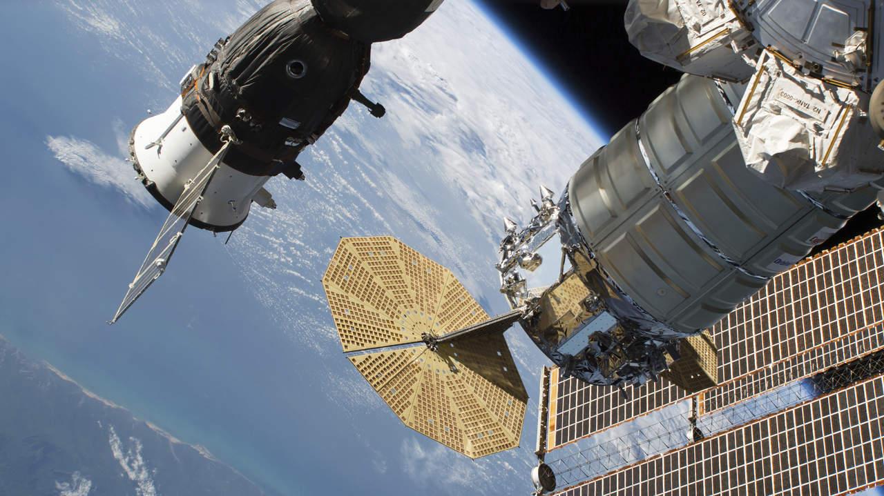 Inspeccionan exterior de la Soyuz tras pérdida hermeticidad