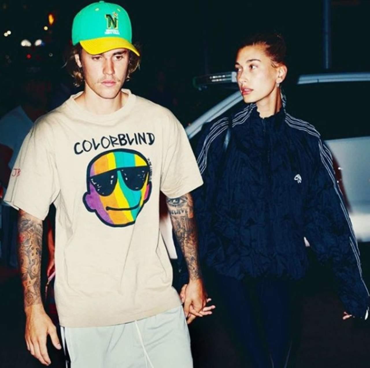 Tras rumores, Hailey desmiente haberse casado con Justin