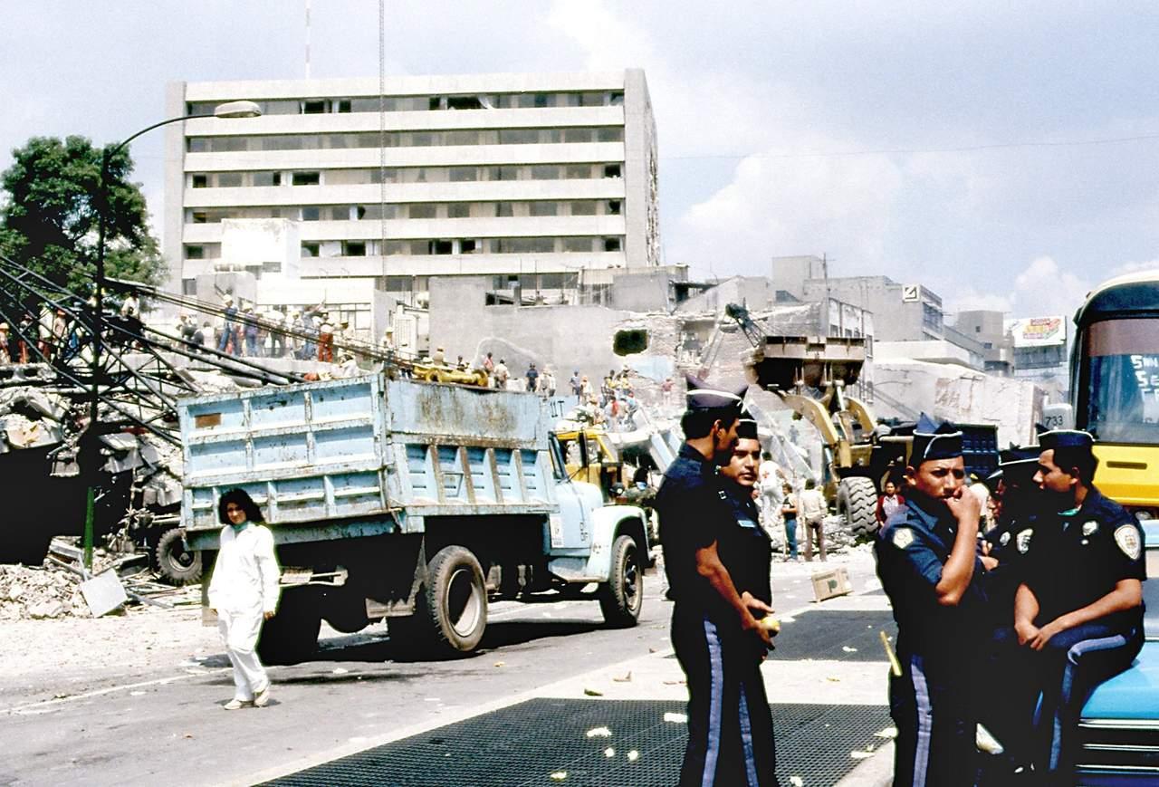 1985: Un fuerte terremoto causa miles de muertos en México