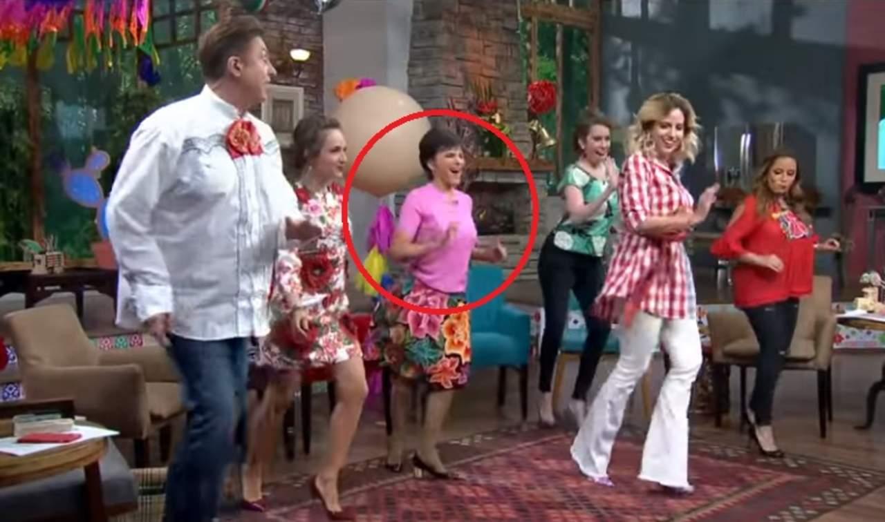 Pati Chapoy sorprende al bailar durante programa en vivo