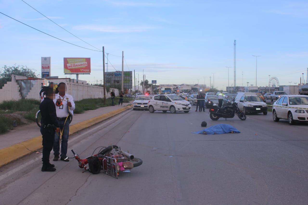 Mujer motociclista muere arrollada por autobús en Torreón