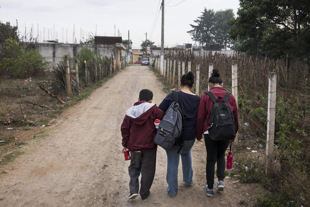 Gobierno de EU propone medidas contra migrantes legales que reciban ayudas