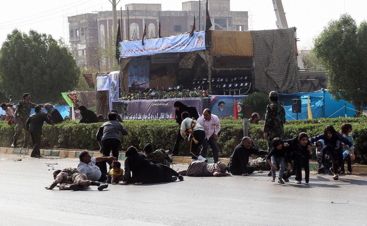 Atacan desfile militar en Irán; 25 muertos