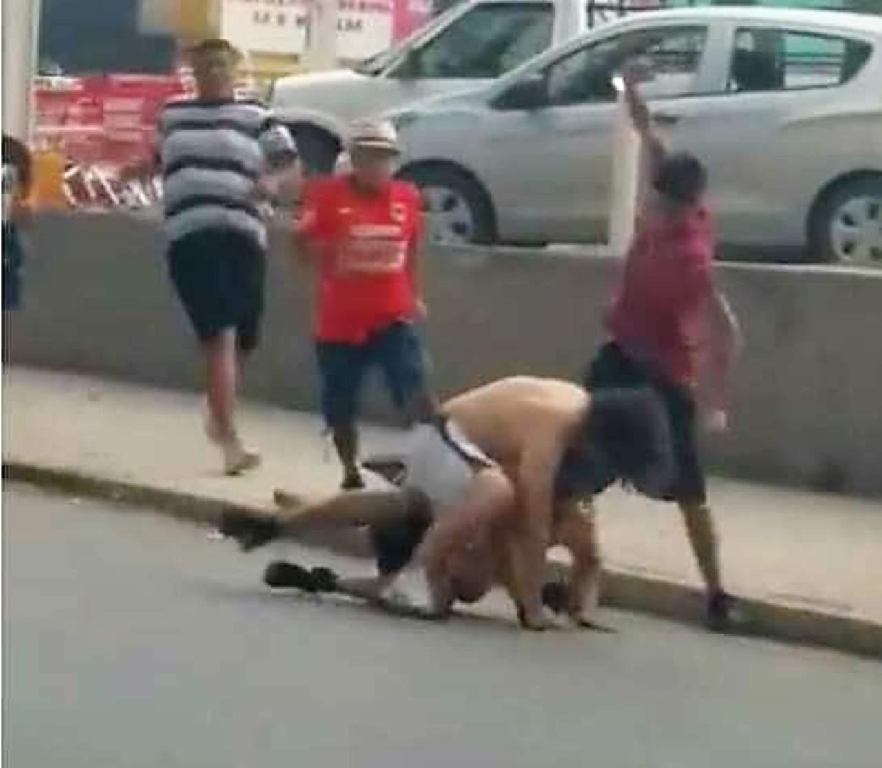 Rechazan Tigres y Rayados actos de violencia entre aficionados