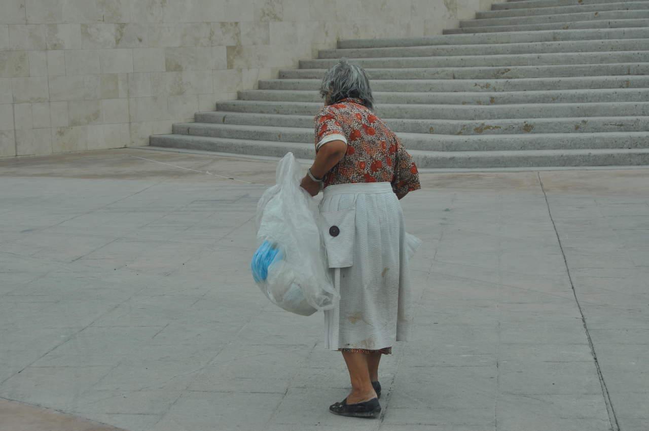 Adultos mayores, con deficiencia de vitamina D
