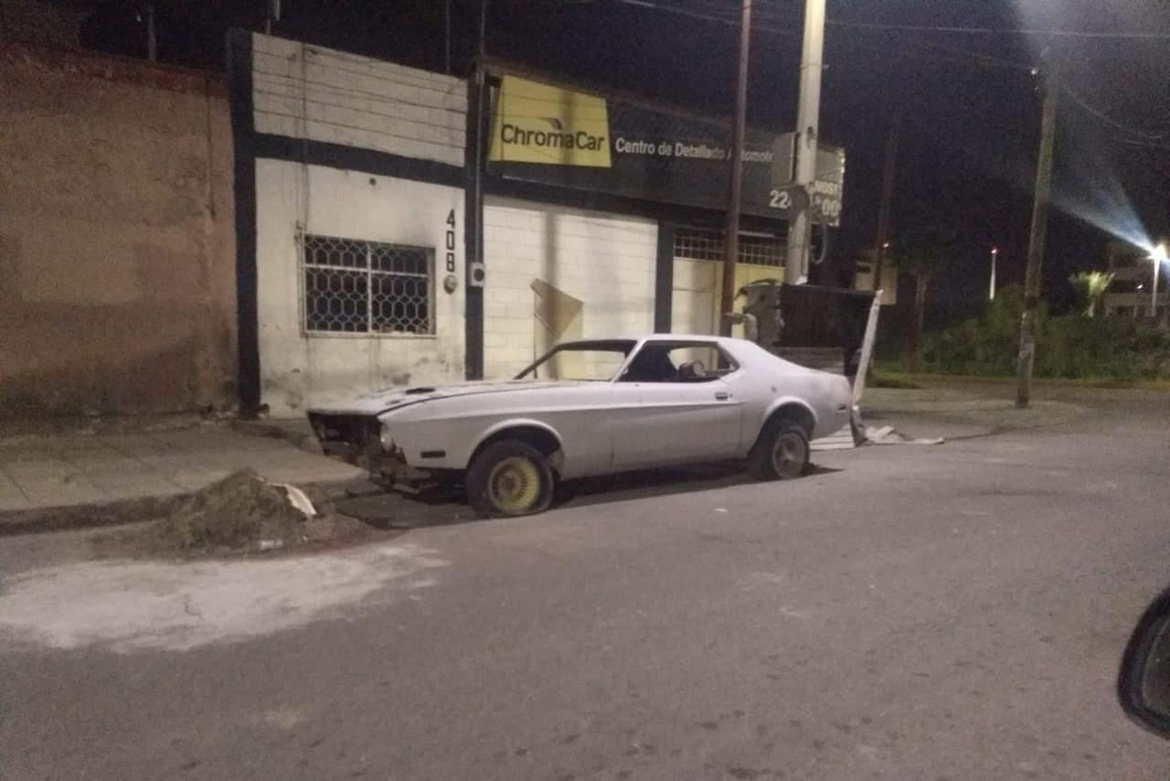 Abandonan automóvil