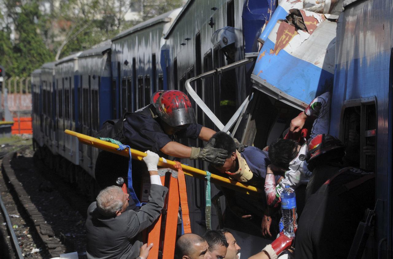 Condenan a exministro de Argentina por choque